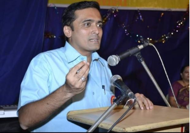 Sir, delivering speech to Parents